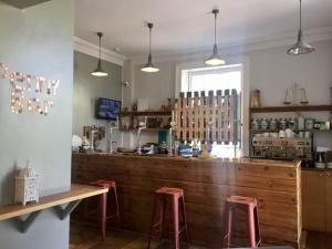 A kitchen or kitchenette at Gomersal Lodge Hotel