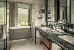 A bathroom at Four Seasons Hotel Seoul