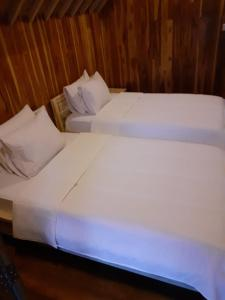 A bed or beds in a room at Tetebatu Flush Harmony