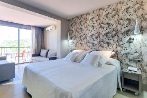 A bed or beds in a room at Occidental Ibiza