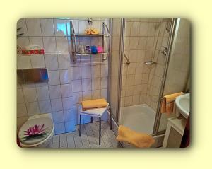 Ein Badezimmer in der Unterkunft Hotel Seerose Bostalsee