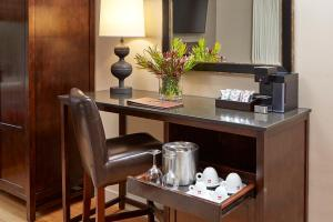 Coffee and tea-making facilities at L'Auberge De Sedona