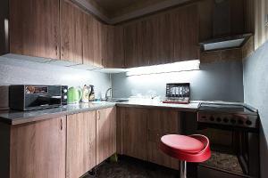 A kitchen or kitchenette at Апартаменты в Богородском, 16