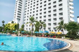 Het zwembad bij of vlak bij Grand Jomtien Palace Hotel