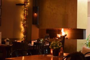 Een restaurant of ander eetgelegenheid bij Le Bistro