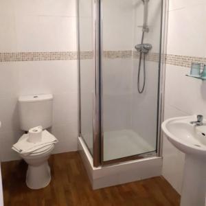 A bathroom at Hildebrand Guest House