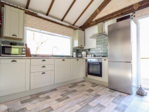 A kitchen or kitchenette at Dog & Duck