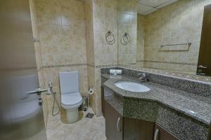 A bathroom at VISTA HOTEL APARTMENTS DELUXE