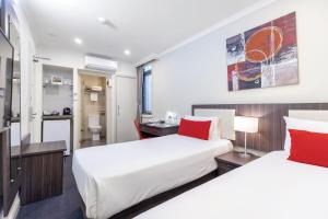 A bed or beds in a room at ibis Styles Kingsgate Hotel