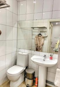 A bathroom at Гостиница Бастон на Никитина