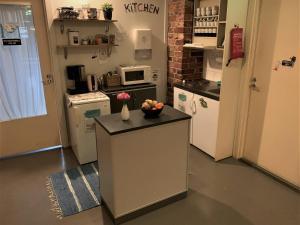 Majoituspaikan Hostel Suomenlinna keittiö tai keittotila