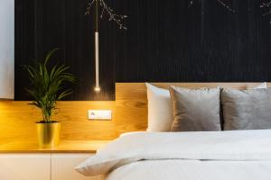 A bed or beds in a room at Bed&Bath Luxury Apartments