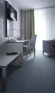A kitchen or kitchenette at bfwhotel und Tagungszentrum