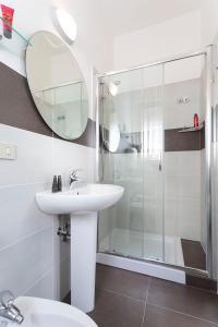 A bathroom at G House Rimini Spiaggia