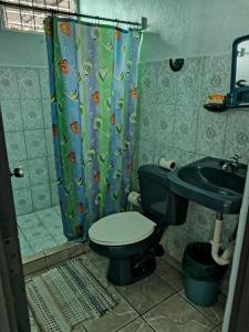 A bathroom at Cabinas Mitchaelles