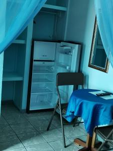 A kitchen or kitchenette at Cabinas Mitchaelles
