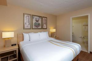 A bed or beds in a room at La Quinta by Wyndham Garden City
