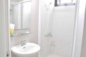 A bathroom at Backpackers' Hostel Taoyuan Airport