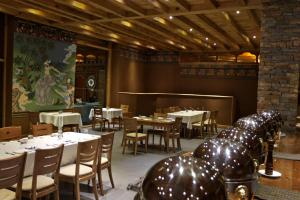A restaurant or other place to eat at Naksel Boutique Hotel & Spa