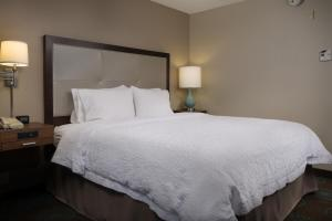 A bed or beds in a room at Hampton Inn Titusville/I-95 Kennedy Space Center