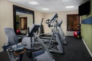 The fitness center and/or fitness facilities at Hampton Inn Juno Beach
