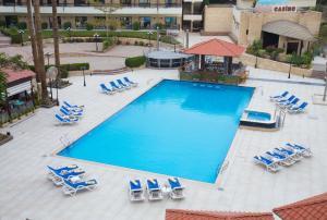 منظر المسبح في فندق و كازينو لو باساج القاهرة او بالجوار