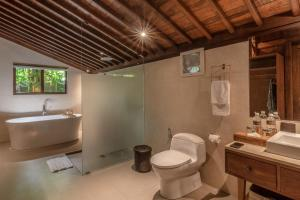 A bathroom at Ubud Valley Boutique Resort
