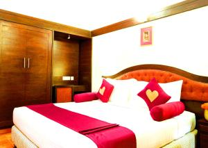 A bed or beds in a room at Toshali Sands Nature Escape