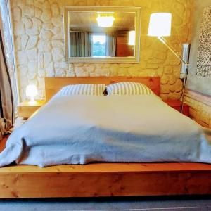 Ein Bett oder Betten in einem Zimmer der Unterkunft Pension an der Elsterbrücke