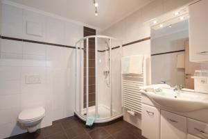 A bathroom at Appartements Eden