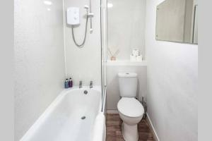 A bathroom at ☆ Quiet Ground Floor Apartment Near University ☆
