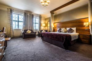 A bed or beds in a room at Bridge Hotel