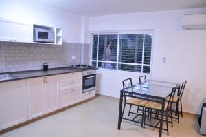 Kuhinja oz. manjša kuhinja v nastanitvi Hadass Desert Inn