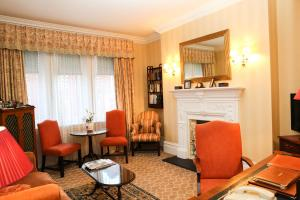A seating area at Draycott Hotel