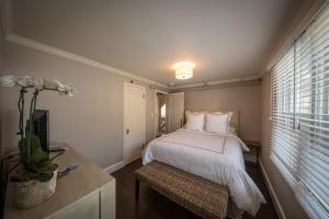 A bed or beds in a room at Warfield House Inn