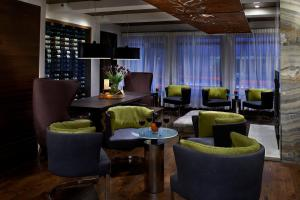 The lounge or bar area at Kimpton Hotel Vintage Seattle