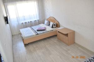 A bed or beds in a room at 1 комнатные апартаменты на Ауэзова 236
