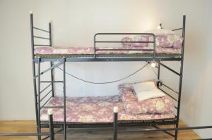 04village Nambaにある二段ベッド