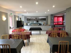 Restaurant ou autre lieu de restauration dans l'établissement Hôtel Restaurant le Privilège - authentic by balladins