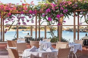 A restaurant or other place to eat at Hotel Sultan Bey Resort