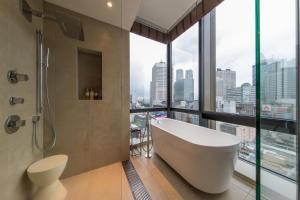 A bathroom at JR Kyushu Hotel Blossom Shinjuku