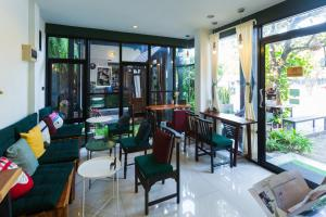 A restaurant or other place to eat at Le Canal Boutique House