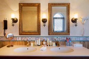 A bathroom at Bogatyr Hotel