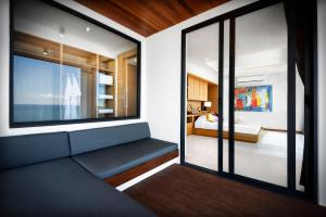 A seating area at Jamahkiri Resort & Spa