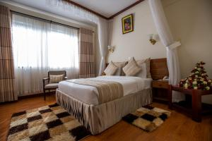 A bed or beds in a room at Sirikwa Hotel
