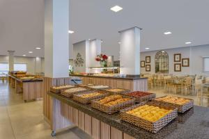 Um restaurante ou outro lugar para comer em Wyndham Olímpia Royal Hotels