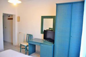 A television and/or entertainment center at Hotel Scoglio Bianco
