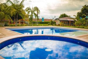 The swimming pool at or near Hotel Campestre Tacurrumbi