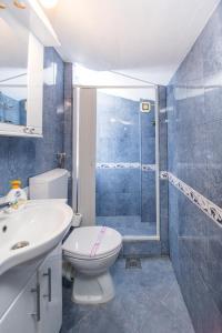A bathroom at Apartments Kovačević