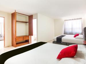 A bed or beds in a room at Suites Del Pozo